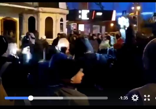 «ФСБ, прочь сЛавры!»— под Киево-Печерской лаврой акция протеста— заезд заблокирован,