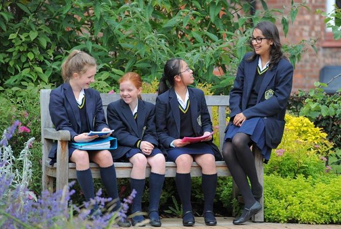 В английской школе для девочек учителям запретили называть учениц ...