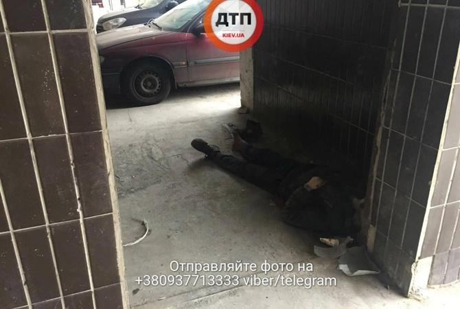 ВКиеве медсотрудники отказались спасти бомжа ион скончался прямо под больницей