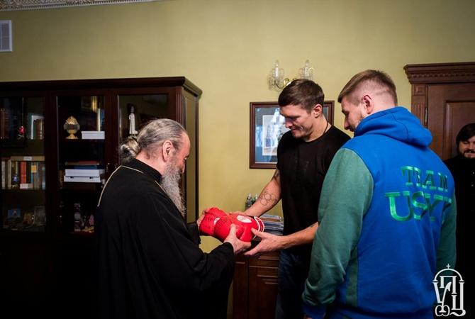 Собачьи вопросы. Боксёр Усик резко ответил напровокационное «Крым наш?»