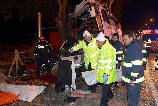 Поменьшей мере 11 человек погибли при трагедии автобуса вТурции
