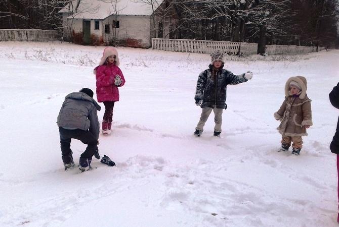 Жители села из зоны отчуждения ЧАЭС:  Летом занимаемся хозяйством, а зимой - детей делаем