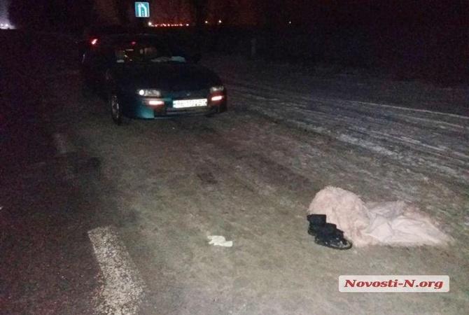 Под Николаевом шофёр сбил пьяную 13-летнюю школьницу, которая сидела среди дороги