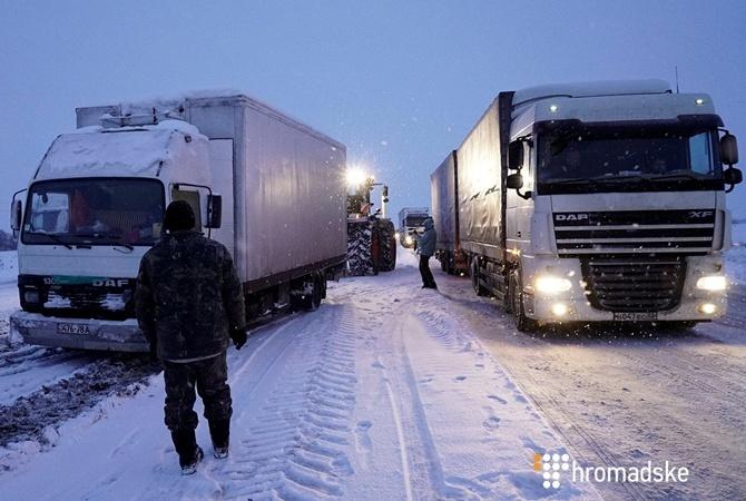 Водителям фур закрыли въезд в Киев