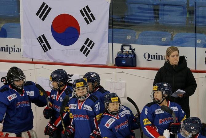 Язык разъединяет: хоккеистки КНДР иРК непоняли друг дружку натренировке