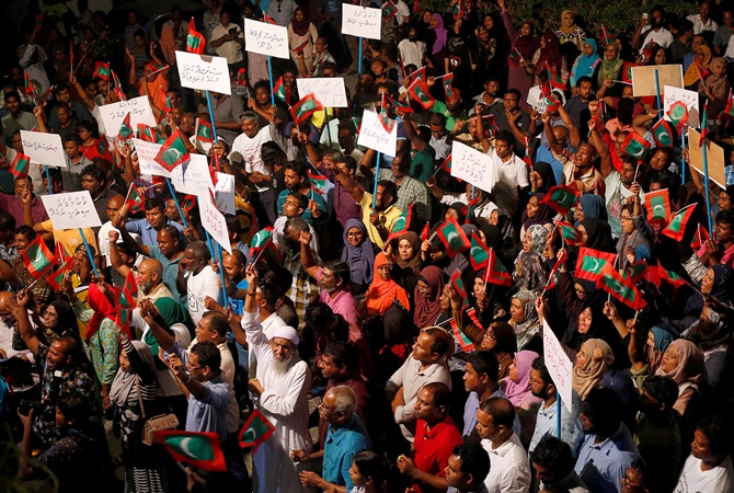 НаМальдивах введено чрезвычайное положение нафоне политического кризиса