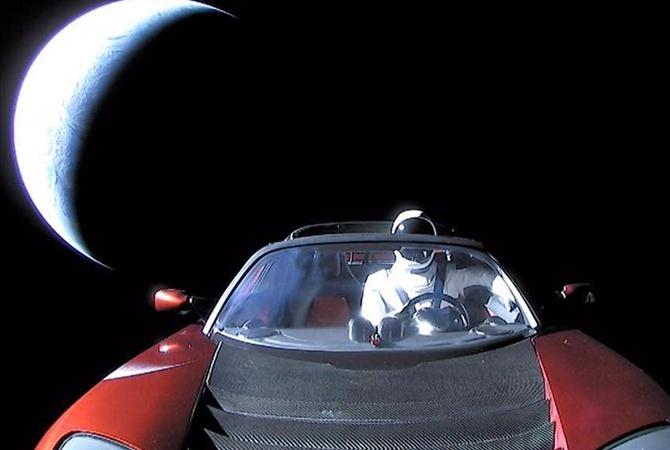 Tesla вкосмосе: профессионалы назвали дату сближения электрокара сМарсом