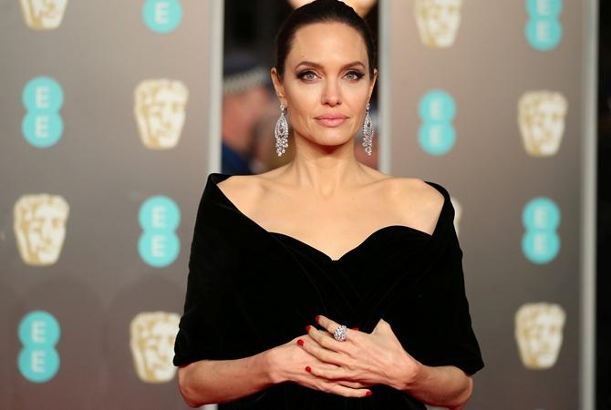 Красная дорожка на вручении премии BAFTA-2018 окрасилась в черный цвет.  Организаторы мероприятия разослали всем гостям приглашение и попросили  поддержать ... dc103fa8315