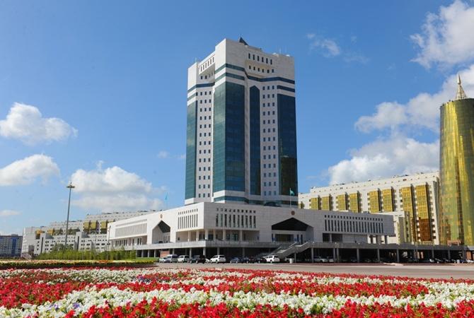 Назарбаев требует отказаться отрусского языка