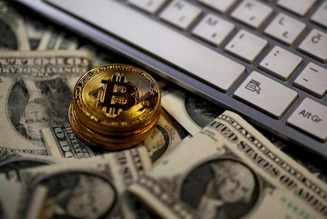 Курс биткоина опять опустился ниже $9 тыс.