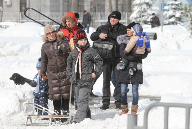 c7022afd234 Снежный коллапс в Днепре  километровые очереди на маршрутку и внеплановые  выходные