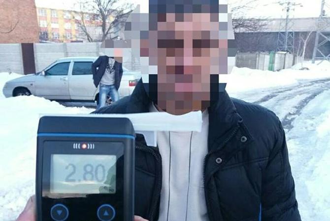 В Харькове задержали в стельку пьяного водителя Водителю ВАЗа грозит крупный штраф