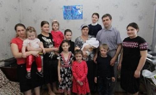 В Днепропетровской области в семье переселенцев родился 12-й ребенок