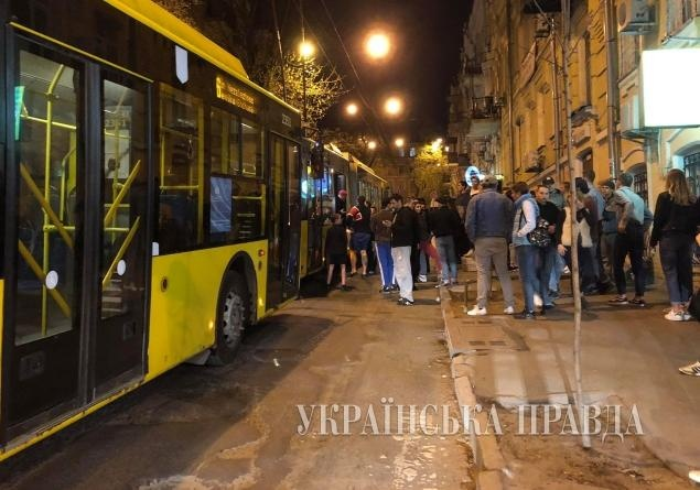 Вцентре украинской столицы втроллейбусе произошла поножовщина, есть раненые