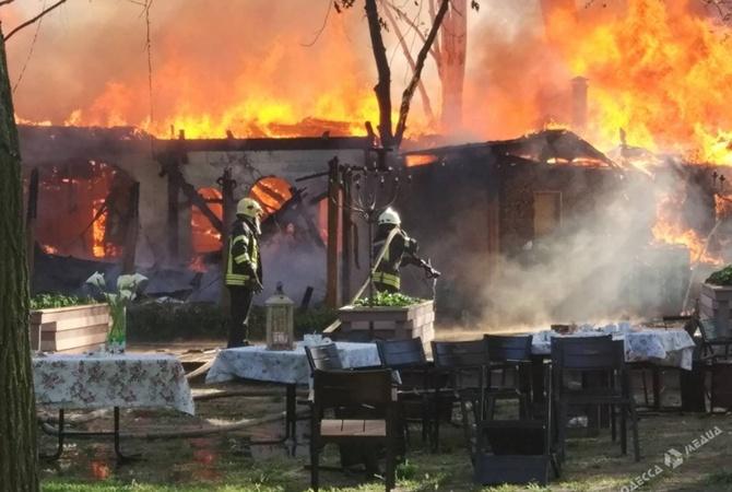 ВОдессе масштабный пожар: впарке сгорело кафе