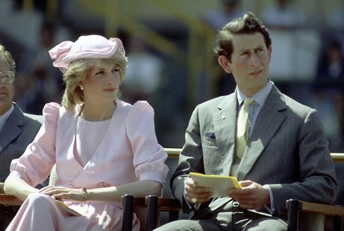 Всети интернет появились новые фото новорожденного принца Луи ипринцессы Шарлотты