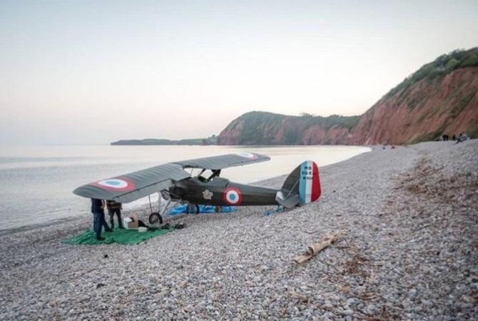 Самолет сотказавшим агрегатом сел на береге вБритании