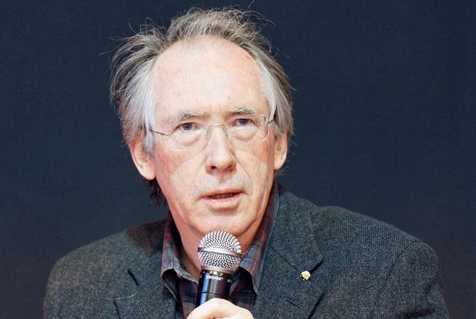 Иэн Макьюэн получил «тройку» заэссе пособственному роману