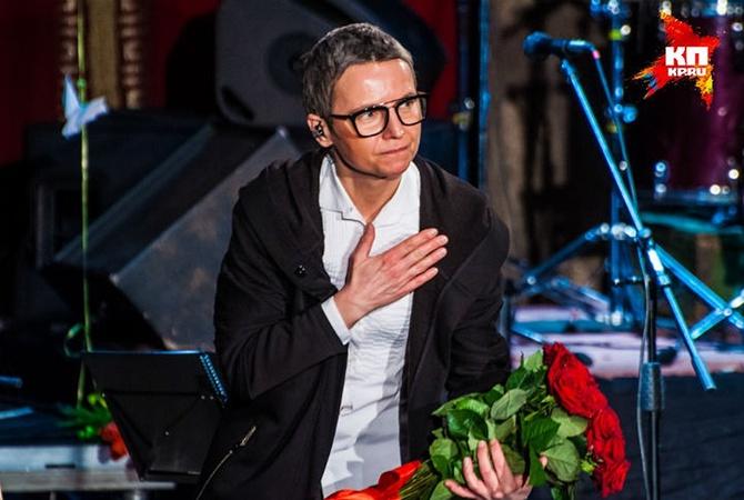 Русской эстрадной певице Сургановой запретили заезд в государство Украину — Минус ночной снайпер