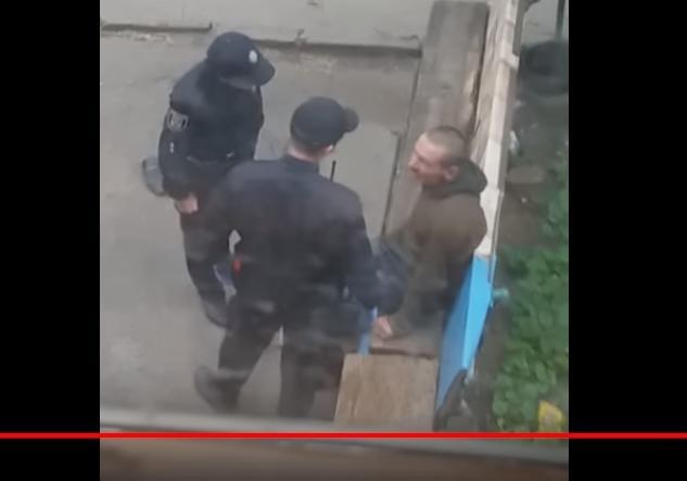 Издевались сулыбкой: вweb-сети интернет появилось скандальное видео скопами