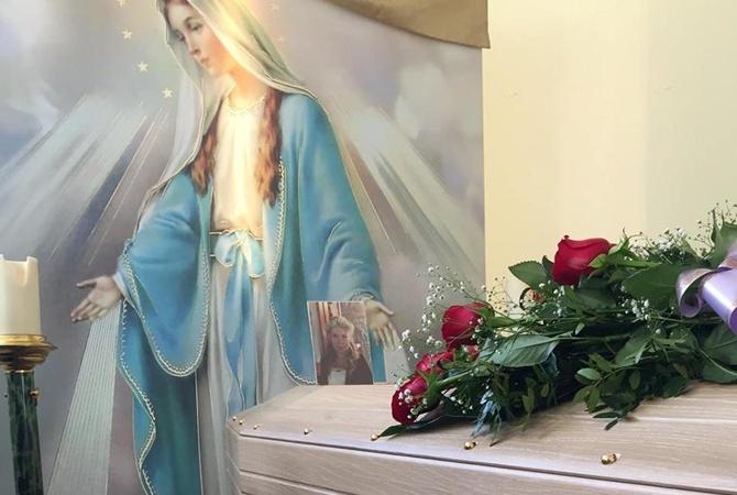 Убитую итальянским мужем украинку похоронили в Мелфи