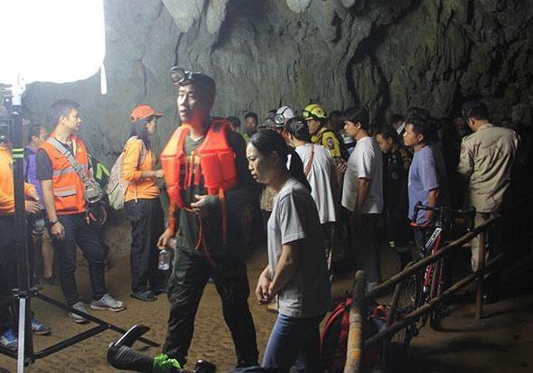 В одной из пещер Таиланда пропали 11 футболистов и тренер
