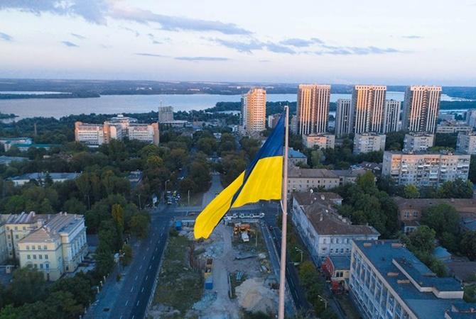 6ae0724a82c В Днепре «примерили» флаг на 72-метровый флагшток - Новости на KP.UA