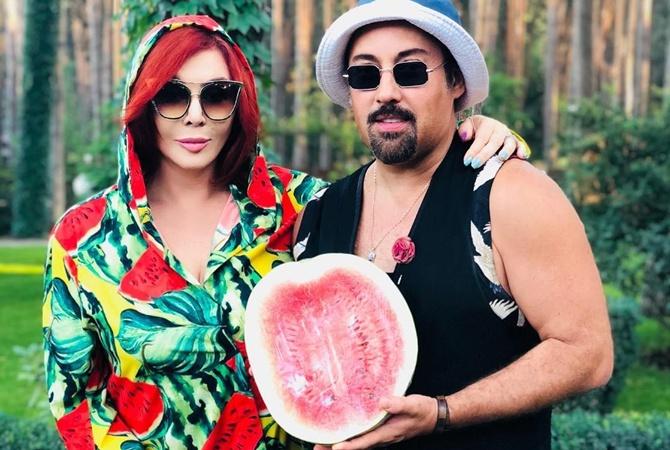 Известная украинская эстрадная певица отдохнула вкомпании экс-мужа