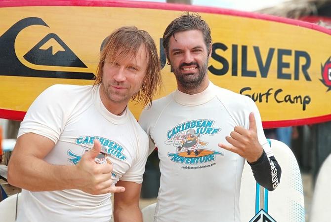 Олег Винник показал, как покоряет волны насерфинге