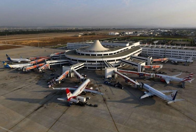 Ваэропорту Анталии снова застряли украинские туристы