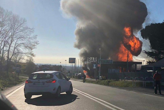 При взрыве бензовоза назаправке вИталии погибли два человека