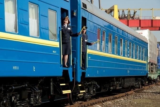 Укрзалізниця призначила додаткові потяги з Франківська до моря