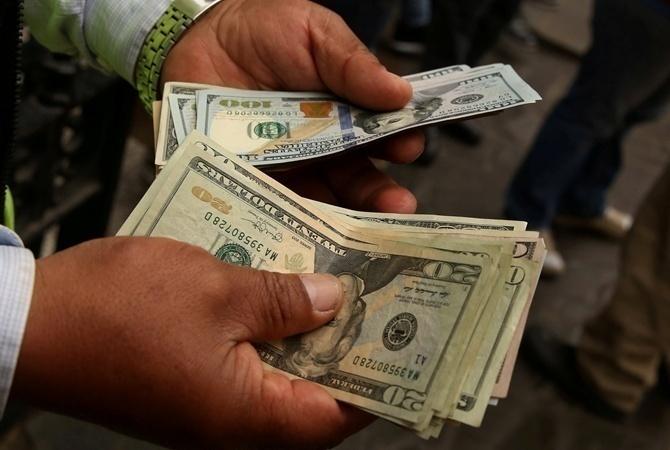 ЦБустановил официальные курсы доллара иевро на19января