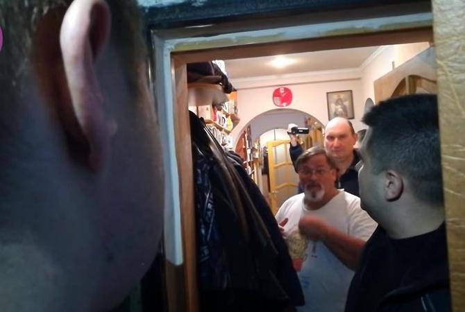 Обыск у Скачко длился 14 часов. Журналиста не арестовывали