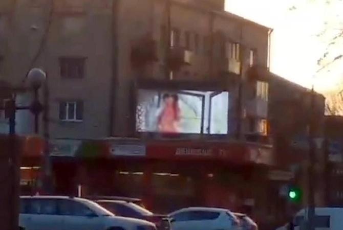 Порно на билбордах