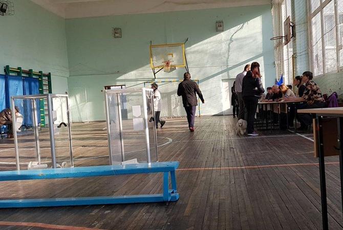 Член в избирательном участке