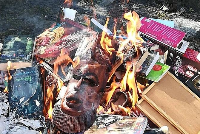ВПольше католические священники сожгли книги оГарри Поттере— Возвращение инквизиции
