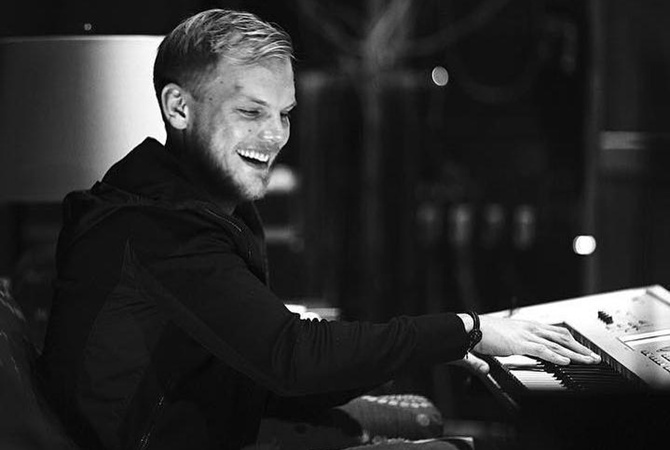 Вышел клип на песню покойного диджея Avicii Tough Love
