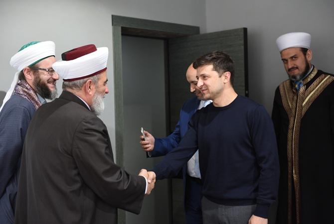 24434268 - Зеленский поздравил мусульман Украины с праздником Курбан-Байрам