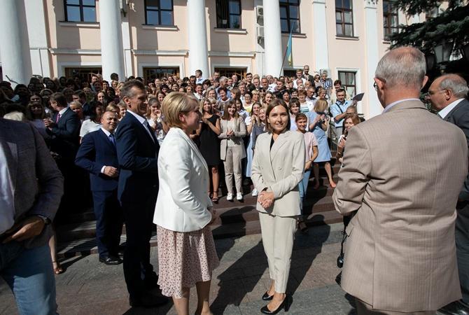 начинают 1 сентября поздравления министр фото клику