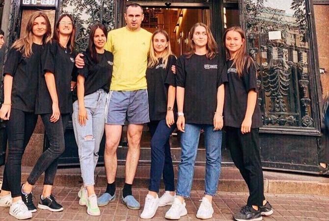 Набежавшие фанаты не дали Сенцову купить одежду в Киеве