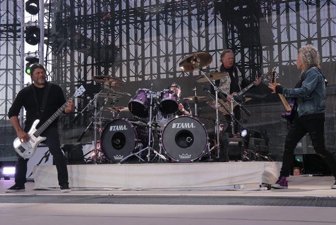 Metallica сообщила об отмене тура из-за алкоголизма вокалиста