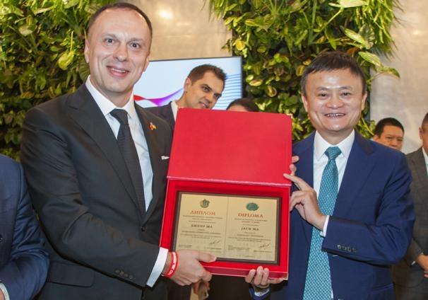Самый богатый человек Китая стал почётным профессором Национальной музыкальной академии