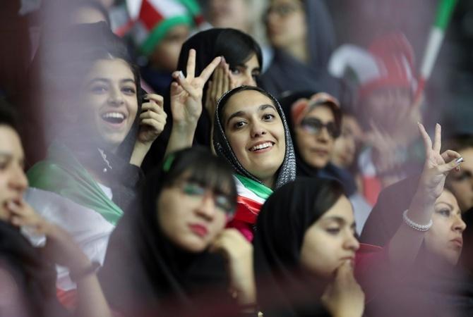 Жителям Ирана отключили мобильную связь и Интернет из-за протестов