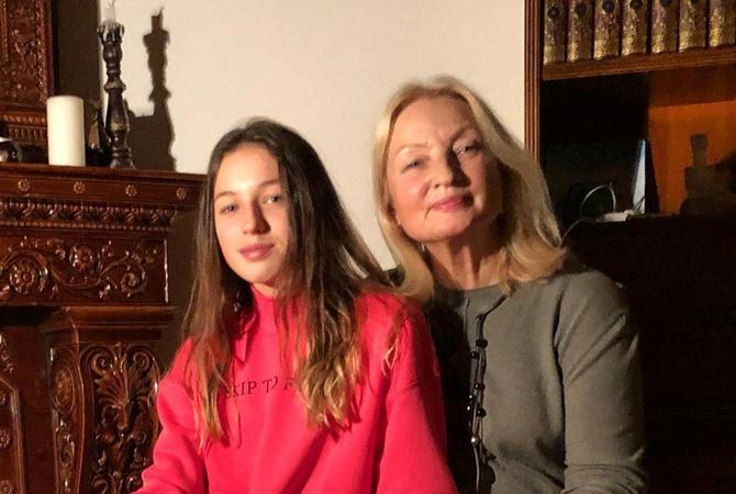 Волочкова поздравила маму с днём рождения, показав её фото разных лет