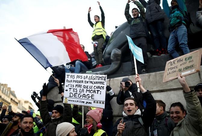 Во Франции транспортный коллапс: продолжаются забастовки против пенсионной реформы