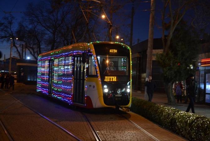 В Одессе ради сбежавшего из приюта мальчика повторили Рождественский парад трамваев