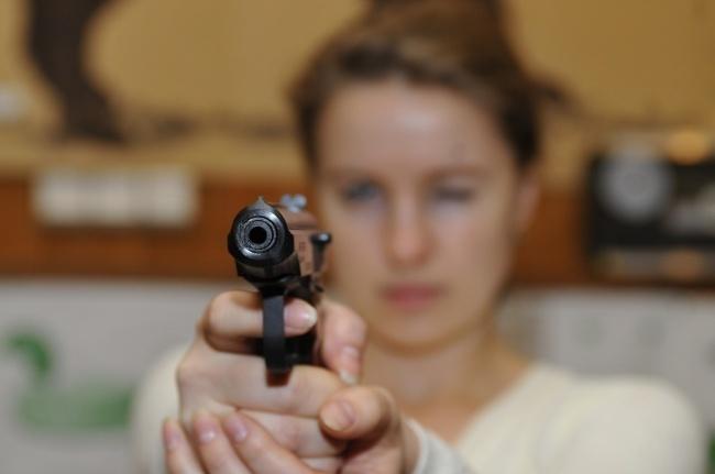 Під носом у прокуратури: одеська поліція видає дозволи на зброю псевдожурналістам