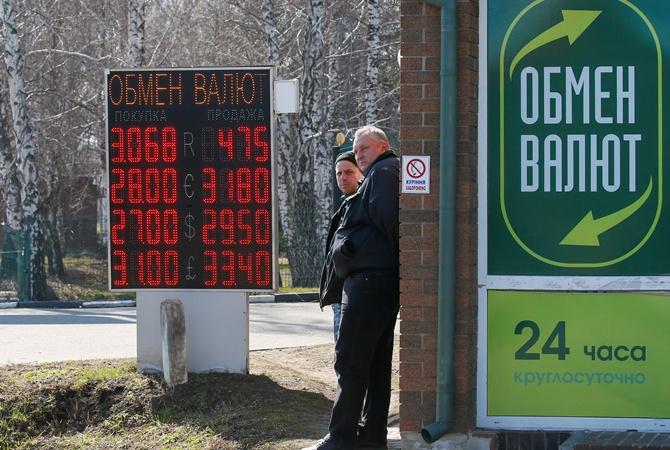 Нефть и рубль подешевели, а доллар подорожал: что это значит для Украины