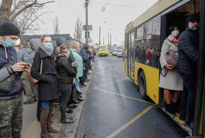Карантин в Україні: Кабмін дозволив громадському транспорту возити більше пасажирів
